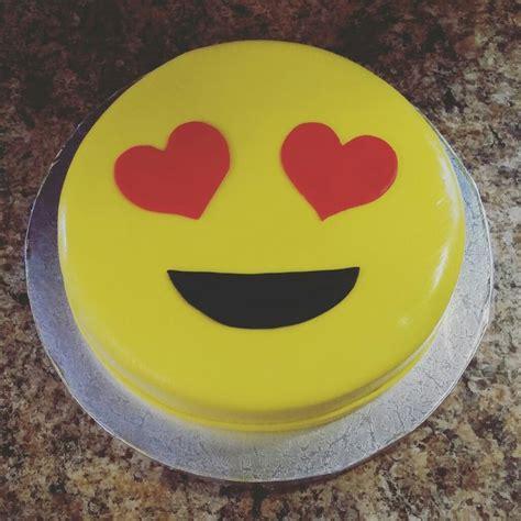 emoji cake de 25 bedste id 233 er inden for emoji food p 229 pinterest