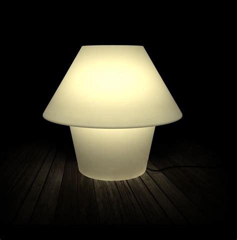 vasi luminosi da esterno versus lada da tavolo per esterno faro 74423 lade
