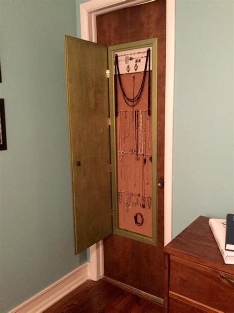 Hanging Mirror On Closet Door by 25 Best Ideas About Jewelry Storage On