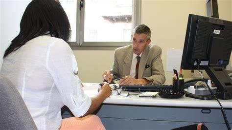 preguntas para una entrevista de trabajo recepcionista c 243 mo responder a las 100 preguntas clave en una entrevista
