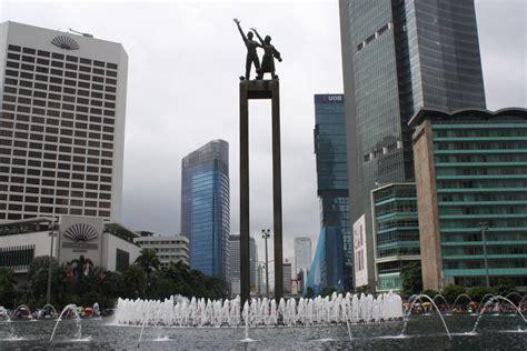 Air 2 Jakarta space research keganjilan yang ada pada bundaran hi