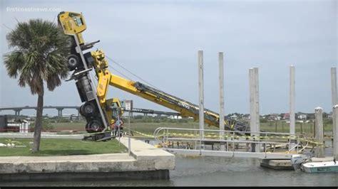 shrimp boat jobs in jacksonville fl crane tips over at vilano boat r 1 hurt