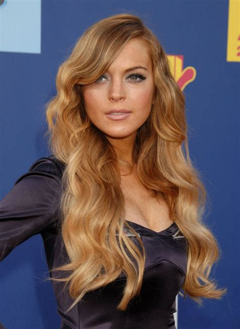 lindsay lohan with medium ash blonde hair very long and curly source hairstyles7 net 670 best lindsay lohan and hilary duff images on pinterest