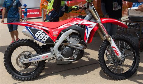 honda crf 250r update more 2018 crf250r images dirt bike test