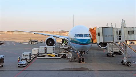 load  unload cargo  airplane  air freight logistic