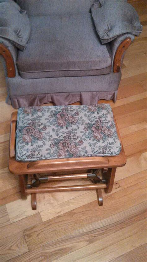 Sitting Chair With Ottoman by Letgo Sitting Chair With Rocking Ott In Trevlac In