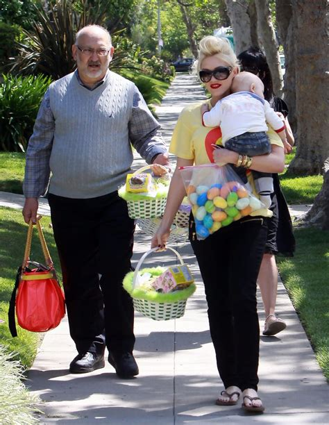parents house gwen stefani in gwen stefani and family go to her parents house for easter zimbio