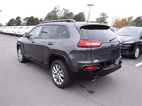 2018 New Jeep Cherokee Latitude Tech Connect FWD at