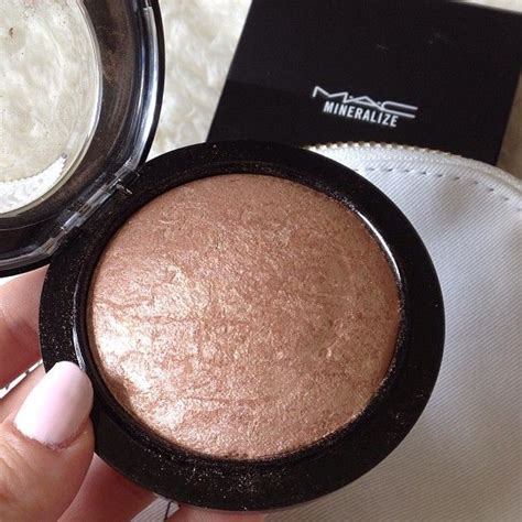 Everythings Bronzer In by Here Is A Great Mac Bronzer To Use As A Contour Or Just To
