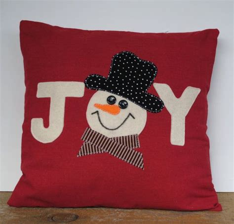 christmas cusions 1000 ideas about christmas cushions on pinterest