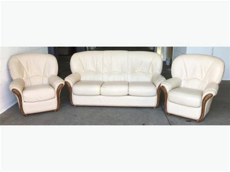 cream leather chesterfield sofa 163 2000 chesterfield style cream leather 3pc sofa suite we