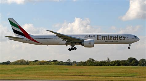 emirates airlines wikipedia file a6 egp emirates boeing 777 300 21978741208 jpg