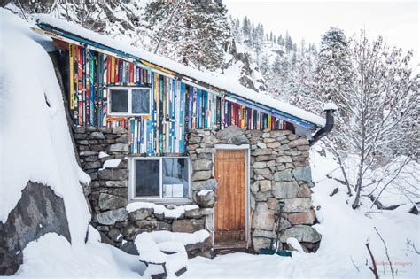 Cabin In The Middle Of Nowhere by 11 Stunningly Dreamy Remote Cabins In The Middle Of