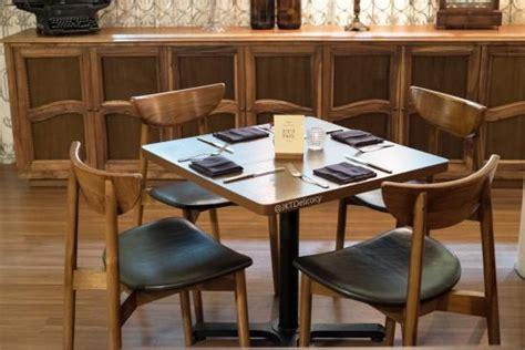 Meja Dan Kursi Bar meja dan kursi picture of letter d cuisine and bar jakarta tripadvisor