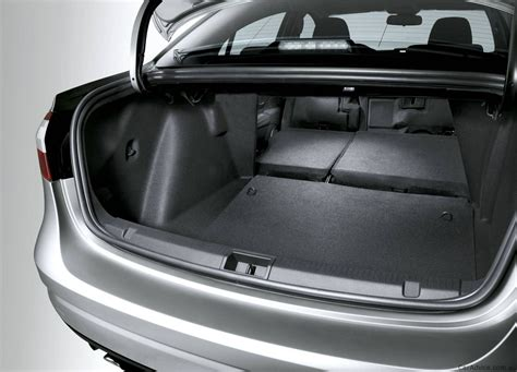 renault fluence 2010 2011 renault fluence released photos 1 of 6