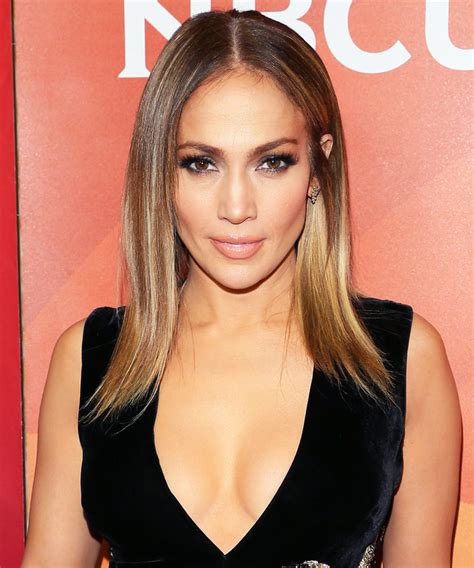 j lo new hairstyle jennifer lopez s shoulder length lob haircut instyle com