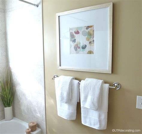 pictures to hang in bathroom hanging bathroom towels home design