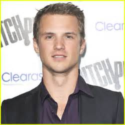 freddie stroma joins 'the visitors' | casting, freddie