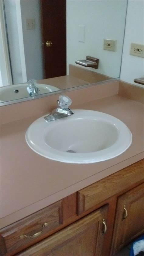 paint color for 80 s coral tile bathroom