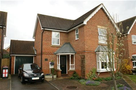 3 bedroom house for sale slough 3 bedroom detached house for sale in nine acres cippenham