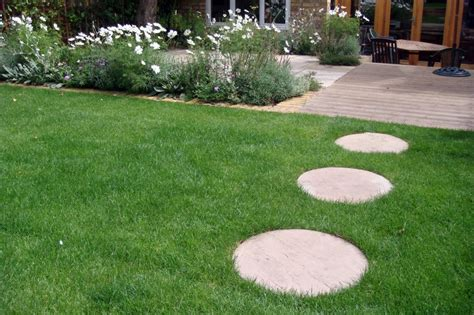 Backyard Stepping Stones by Garden Stepping Stones Ktrdecor