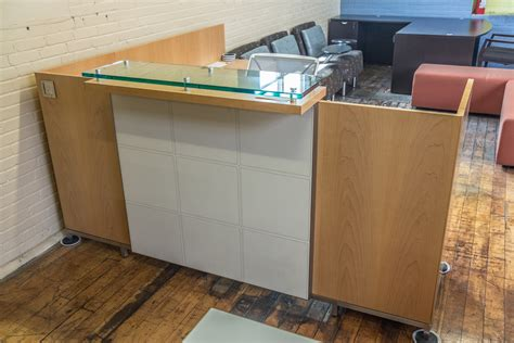 Tuohy Reception Desk Tuohy Geneva 8 5 X 7 Maple Reception Desks With Leather Features Glass Transaction