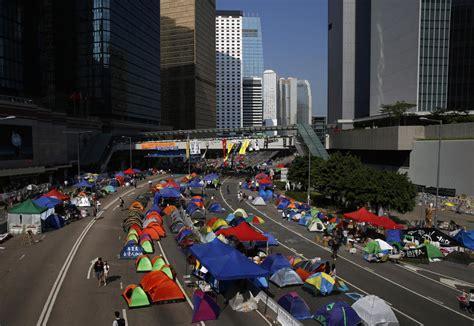 Macbook Pro Di Hongkong hong kong polizia rimuove barricate studenti senza la