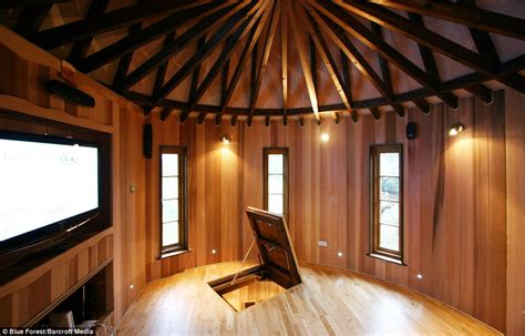 Treehouse Themed Room - now that s a real millionaire play pad the luxury tree houses that sell for 163 250 000 daily