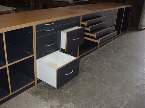 tavoli per negozi tavoli per negozi great pareti divisorie per negozi with
