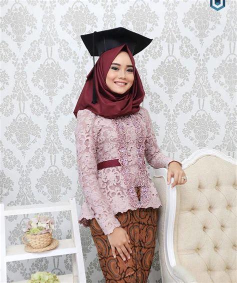 25  model kebaya wisuda muslim untuk wanita berjilbab