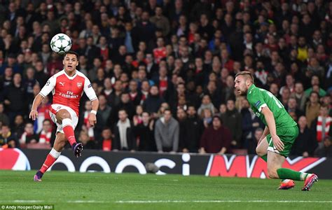 alexis sanchez goals video arsenal 6 0 ludogorets mesut ozil nets hat trick after