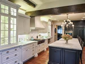 Contrasting Kitchen Cabinets Kitchen Cabinets With Contrasting Color Island