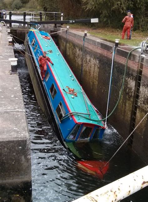 canal boat crash holidaymakers rescued after canal boat starts sinking in