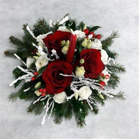 centrotavola con candela centrotavola con candela in bianco rosso e verde natalizio