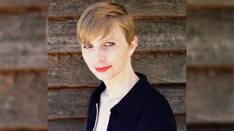 chelsea manning chelsea manning tweets first picture of herself as a free