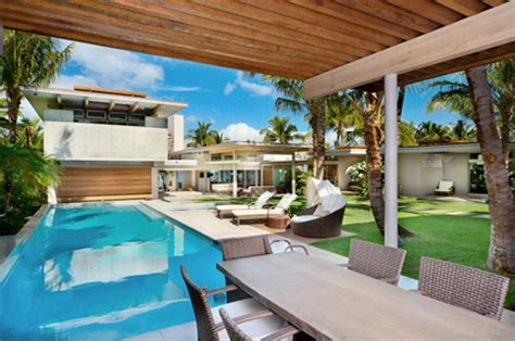 tropical house design in by pete bossley