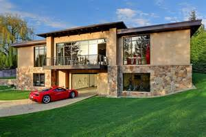houses with garages car lovers this is your dream house