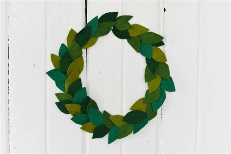 how to make a wreath diy felt leaf wreath