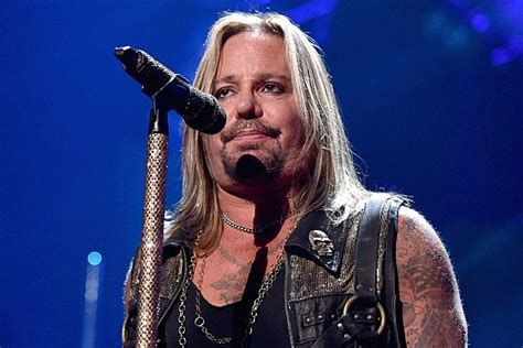 vince neil tour dates 2016 2017 concert images