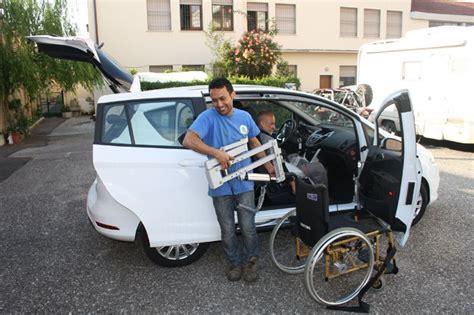 solleva mobili sollevatore gruetta su ford b max con staffa mobile