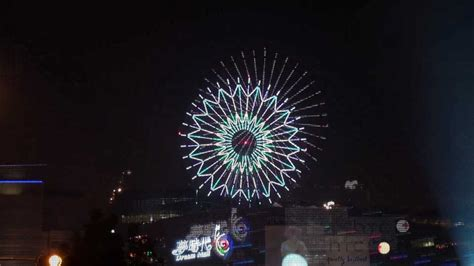 taiwan on new year 2012高雄夢時代 taiwan new year fireworks 跨年煙火秀 雙發射點 震撼全景 hd清晰