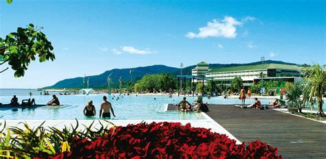 port douglas to cairns cairns or port douglas which is better and why
