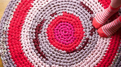 how to crochet a rag rug crochet a rag rug by cal patch creativebug