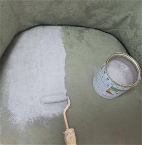 peindre un canapé en tissu peindre un fauteuil en tissu bricoler diy basteln