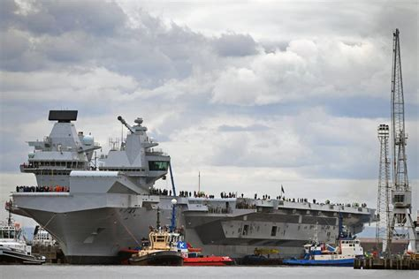 portaerei inglese varata la portaerei elizabeth il colosso da guerra