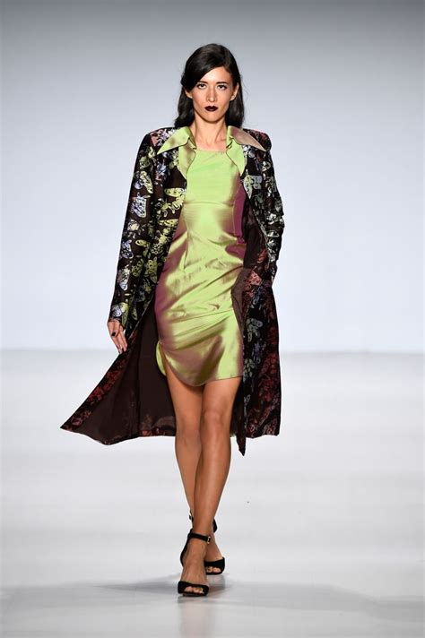 new york style new york mall celebra el d a del padre deola sagoe clan runway mercedes benz fashion week