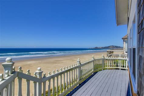 beach house rentals newport nye beach oceanfront cottage 3 bd vacation rental in newport or vacasa