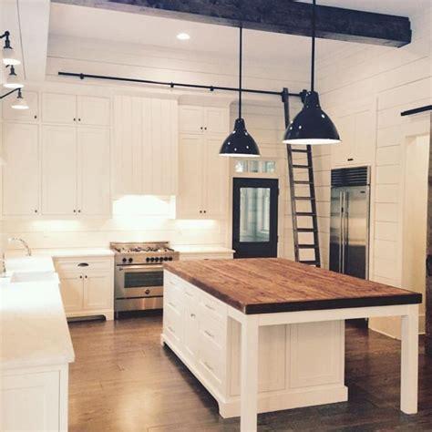 kitchen facelift ideas best 25 wainscoting kitchen ideas on kitchen