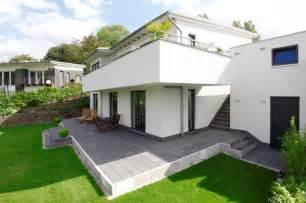 terrasse mit stufe terrasse gestalten garten modern speyeder net