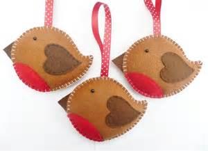 Make your own felt robin christmas decoration